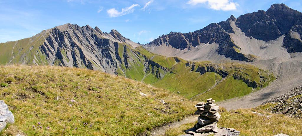 The ridge from Mont Tsichette to Aiguille de Malatrà  seen from Pas d'Entre-deux-Sauts