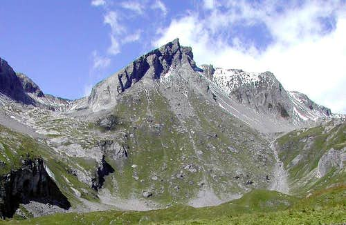 <div align=left>From left: Col de Bonalè, Aiguille de Bonalè and Aiguille de Malatrà viewed from Capanna Bonalè</div>