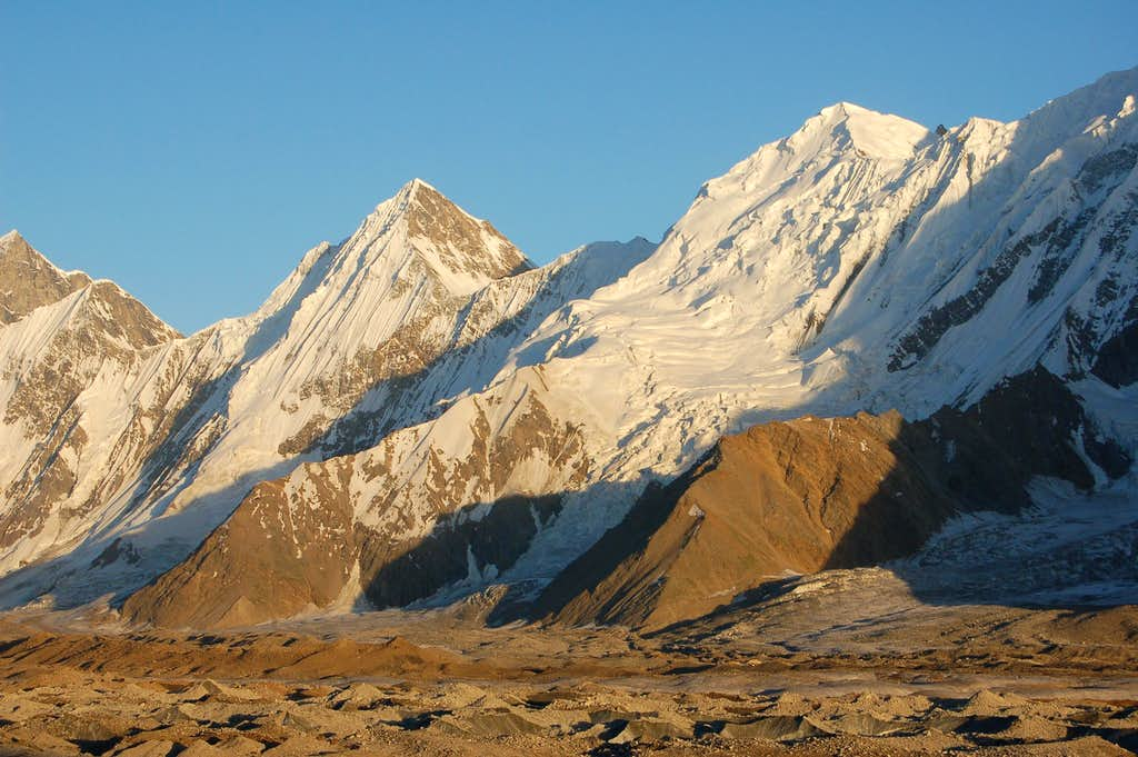 Gloster Peak (left) & Haigutum East (right)