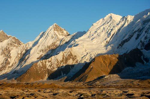 Gloster Peak (left) & Haigutum East (right)
