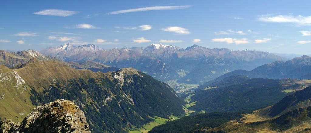 Summit View Kleine Kreuzspitze: Zillertal Alps seen through Ratschingstal