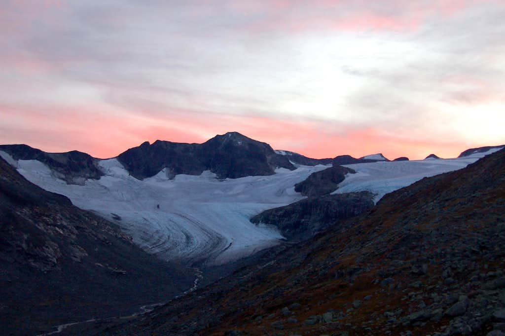 Sunset over Nørdre Bukkeholstindan (2149m)