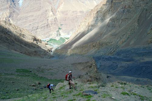 Climbing to Shimshal Whitehorn\'s base camp