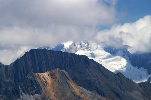 Großer Möseler (3480m) behind Hochsteller (3098m) and Rotbachlspitze (2897m)