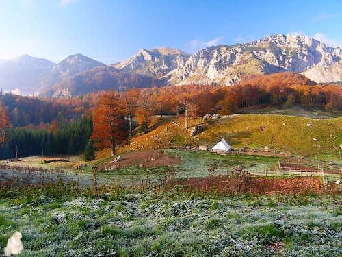 Fresh autumn morning on Zelengora