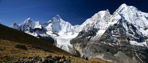 Huayhuash Panorama above Sarapacocha