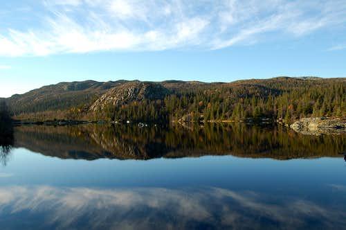 Trolljønn lake to the NW of Gaustatoppen