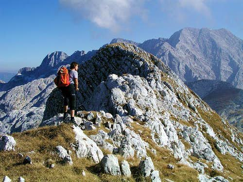 On the summit ridge of Zrd / Monte Sart