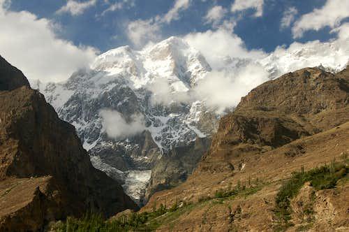Bojohaghur Duanasir (7329m) from Karimabad