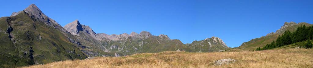 Pano view of Comba di Planaval from Les Ors