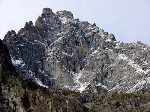 Aiguille Noire de Peuterey (3773 m), versante est