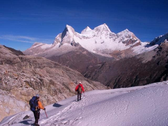 Crossing Yanapaccha glacier