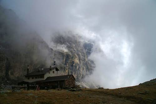 Rolling Clouds: Tribulaun Hut  in front of the west face of Pflerscher Tribulaun