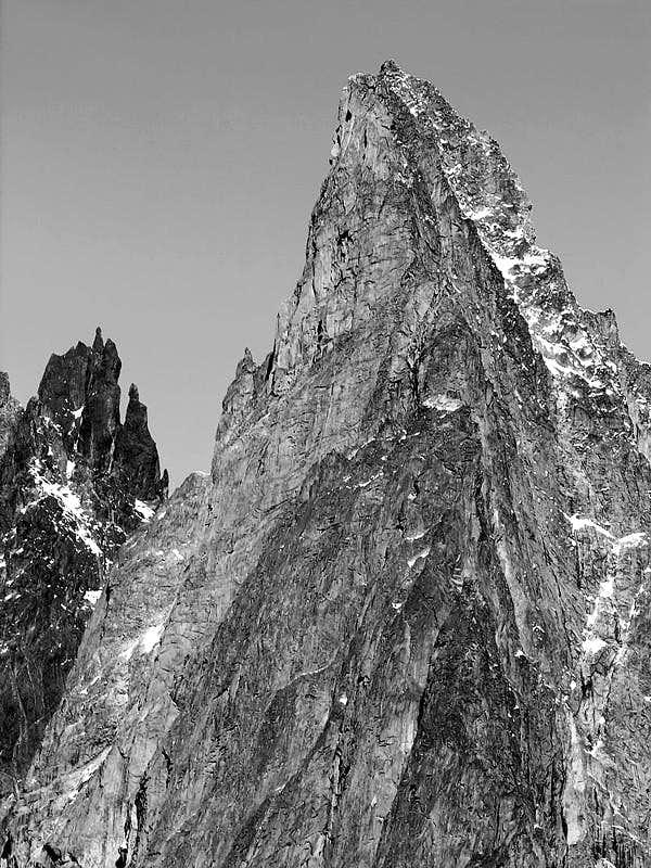 Aiguille Noire de Peuterey (3773 m), versante sud