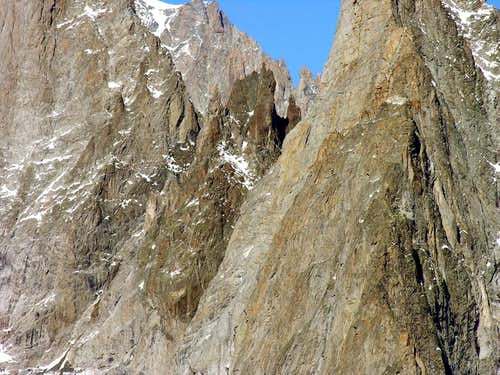 L'aiguille Noire de Peuterey (3773 m) versante sud