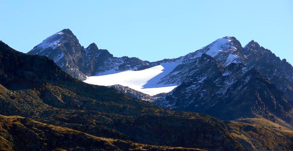 Il versante ovest del Monte Paramont (3301 m) e il ghiacciaio des Ussellettes