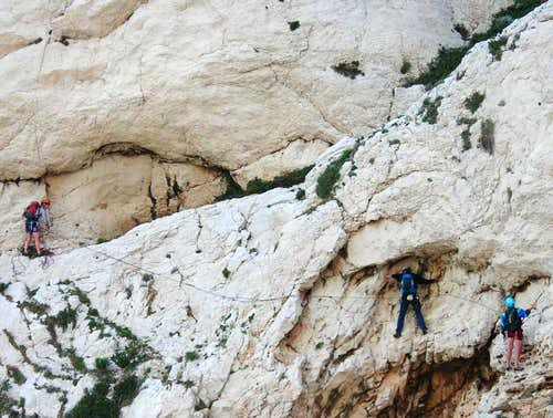 Traverse climbing in Les Calanques