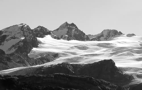From left: NW slopes of Flambeau (3315 m)...
