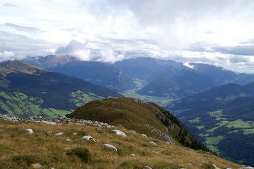 View from the summit across the east ridge towards Sterzing / Vipiteno