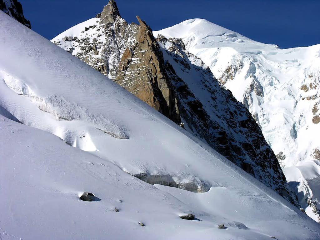 Il Monte Bianco (4810 m), in primo piano la Tour Ronde (3792 m)