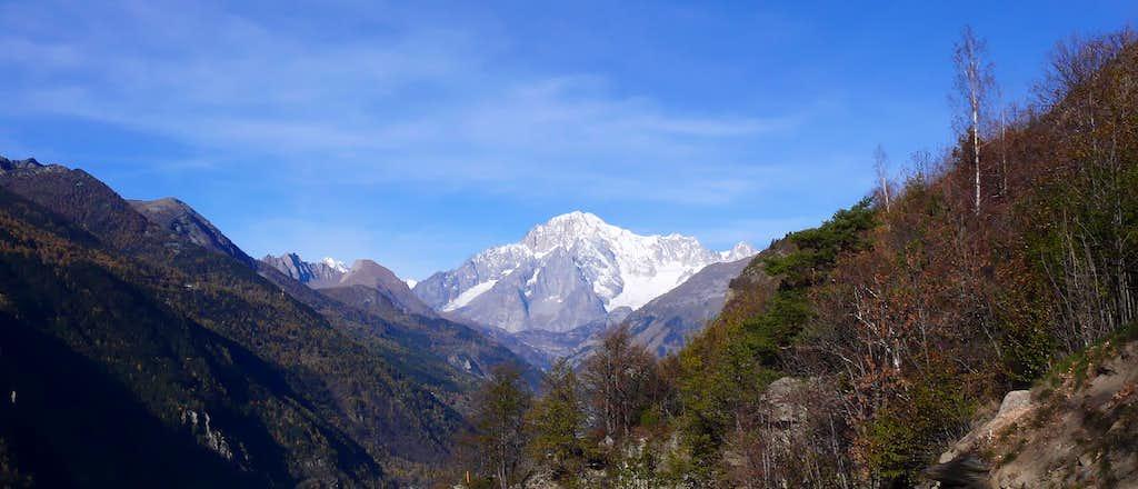 Il Monte Bianco (4810 m), da Saint Nicolas