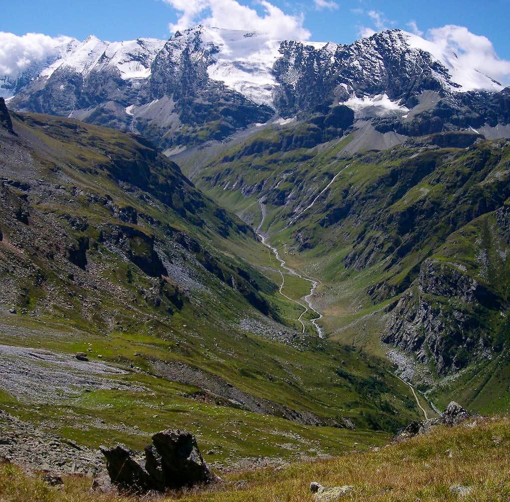 Aiguille de la Grande Sassiere,  Petite Sassiere, Pointe Plattes des Chamois and Becca di Suessa