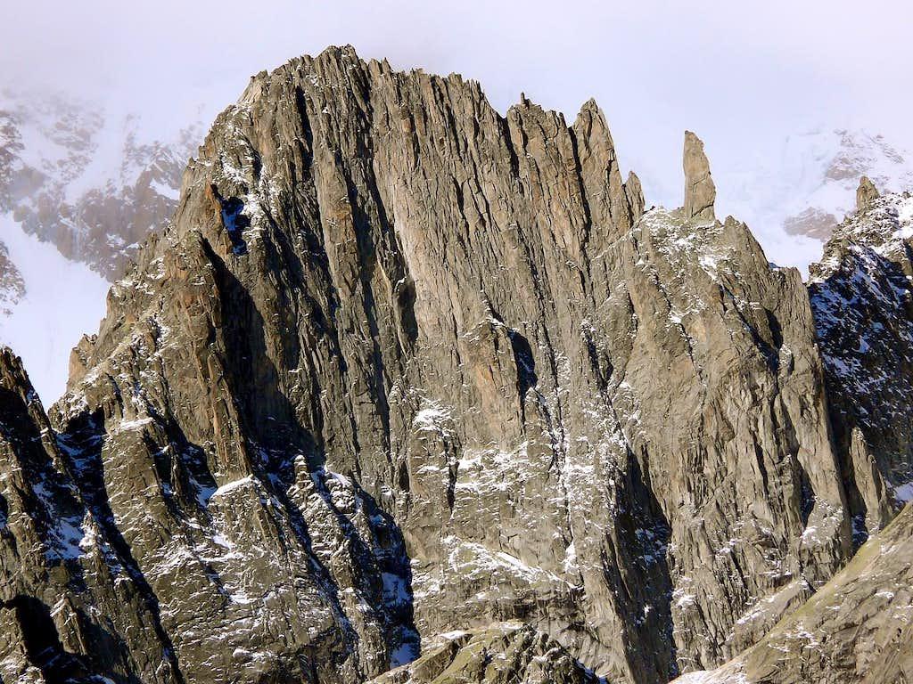 Il versante nord-est dall'aiguille de la Brenva (3278 m)