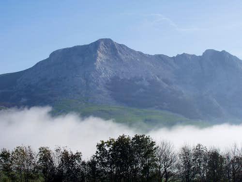 The west face of Aizkorri
