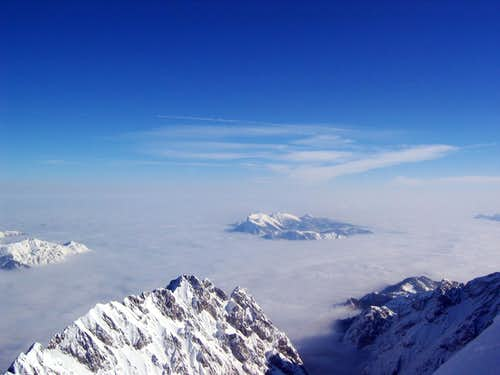 Jubiläumsgrat in Winter: Above the Clouds