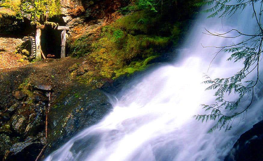 Silverdaisy Falls