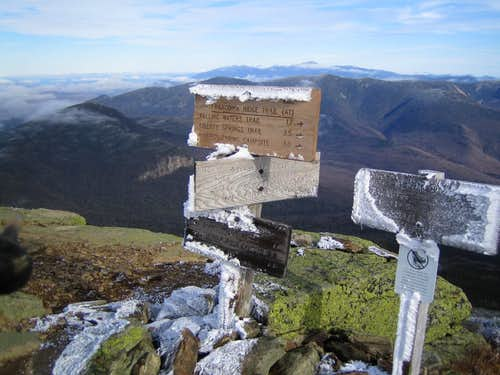 "a ""chilly"" sign atop Mt. Lafayette in NH"