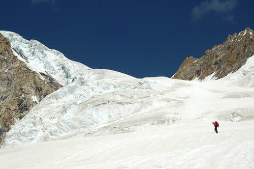 Climbing towards the col at 5600m at the SE aspect of Khani Basa Sar