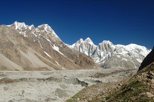 The Jutmo Glacier with the Pumari Chhish peaks at the head of it