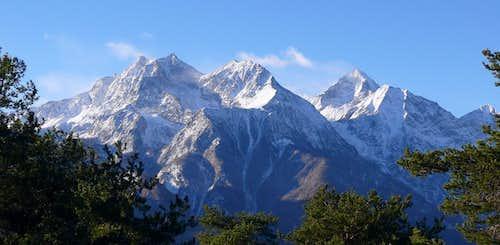 Il gruppo del Monte Emilius visto da nord-est