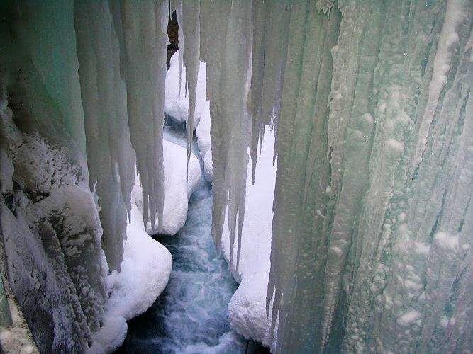 Curtain of ice