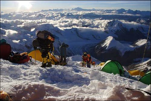 Climbers arriving to camp III