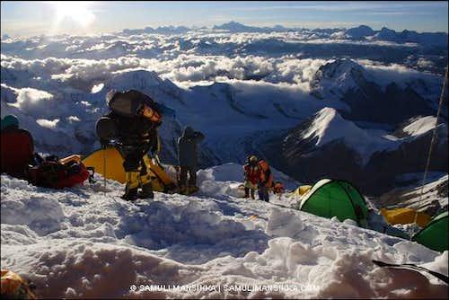 Climbers arriving to camp III