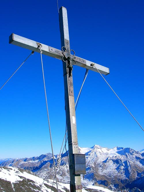 Wilde Kreuzspitze summit cross