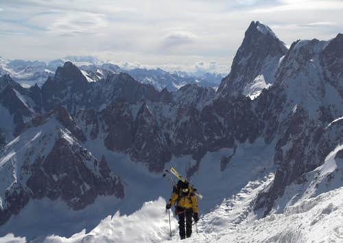 Going up the ridge with Grandes Jorasses NF in the back