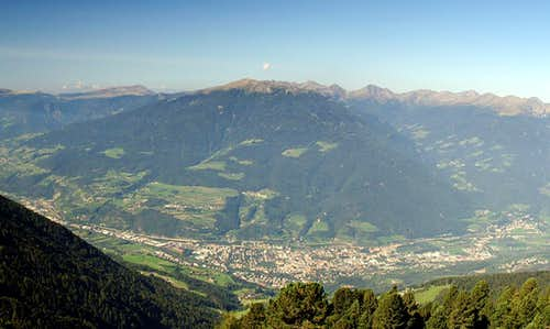 Königsangerspitze above the town of Brixen / Bressanone