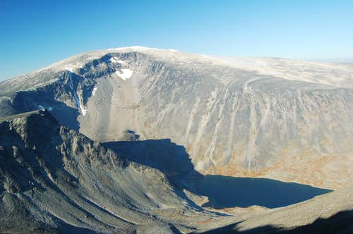The SE side of Glittertind from the summit of nearby Ryggjenhøe