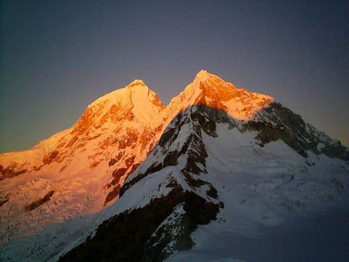 Huandoy at sunrise
