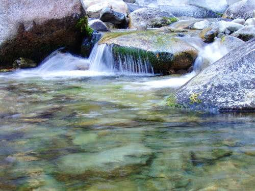 Small waterfall on the Tule River
