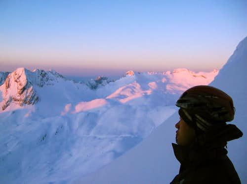 Jubiläumsgrat in Winter: Sunrise on the ridge