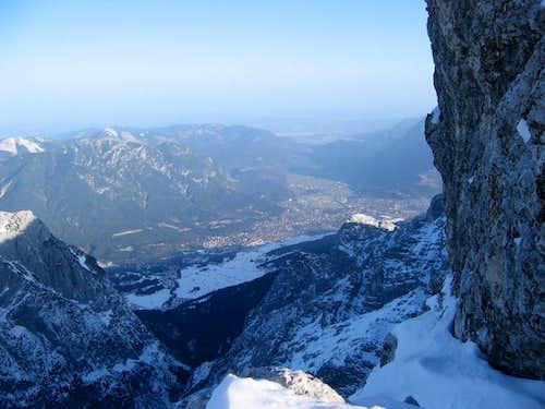 Jubiläumsgrat in Winter: View to the valley