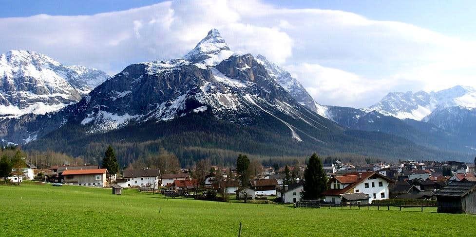 Ehrwalder Sonnenspitze and Vorderer Tajakopf