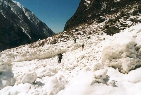 Avalanche on the track to Deurali