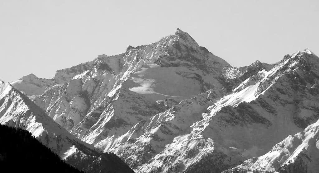 Il versante n-e della Grande Rousse (3607 m)