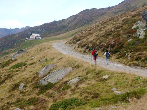 Walking towards Rastkogelhuette