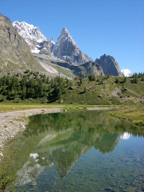 Peuterey ridge reflected in Combal lake